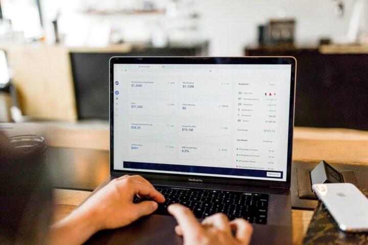 Maksekeskus või Paysera – kumba Shopify e-poes eelisada?